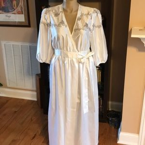 Other - Floor Length Robe Size Large White/Silver